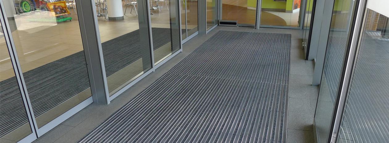 Entrance by Matting - aluminiumprofilmatta ALU STRONG, effektiv skrap och torkmatta med extra stark aluminiumprofil.