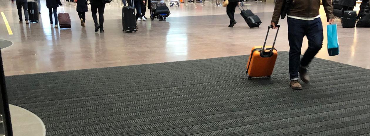 Kombinationsmattan Combi Rullvara i en av entréerna på Arland flygplats (terminal 5).