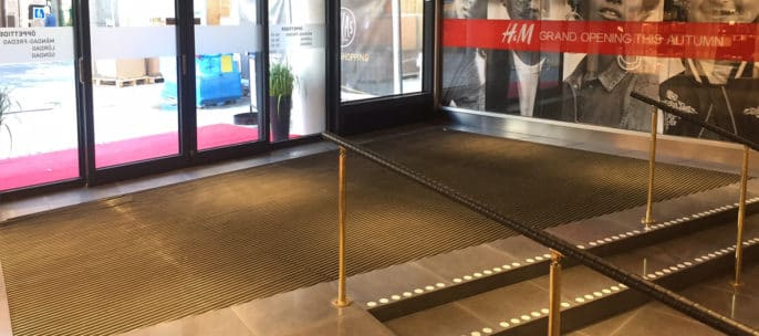 Entrance by Matting - Pallas Galleria Borås